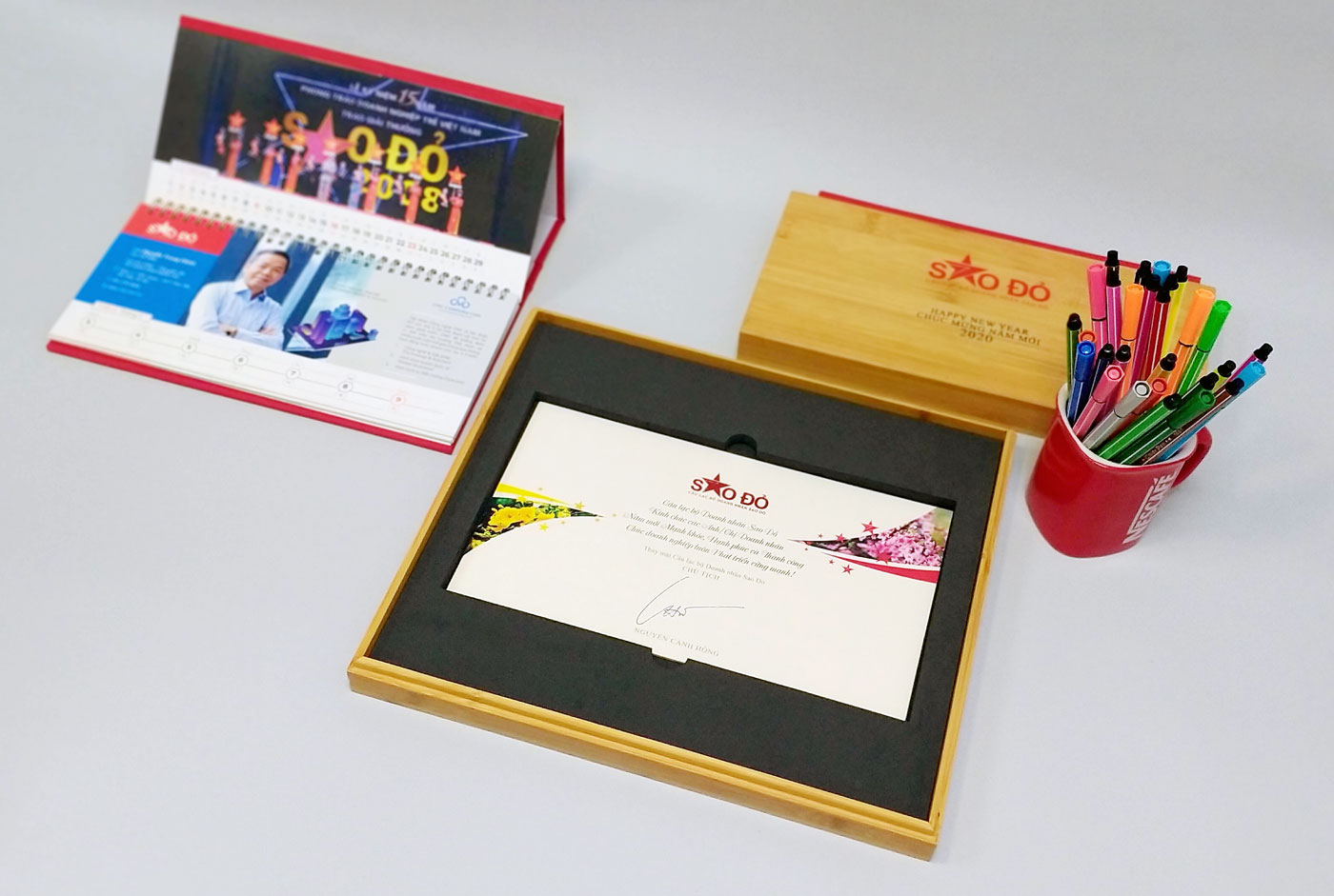 bộ quà tặng lịch tặng đối tác Sao Đỏ